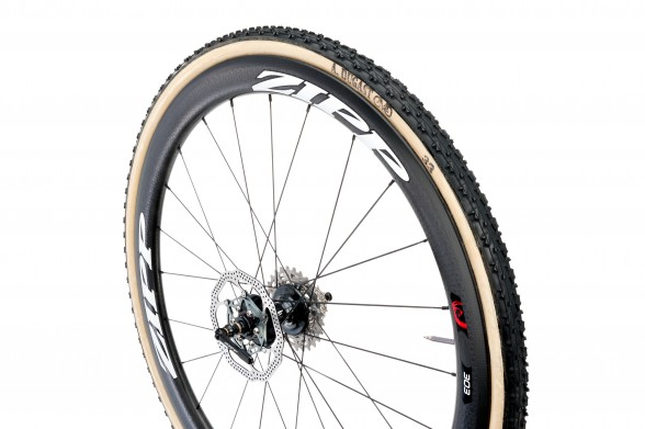 Zipp_Road_303_Disc_T_Rear_White_wTire_Hero2